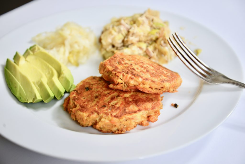 salmon cakes with 3 simple ingredients